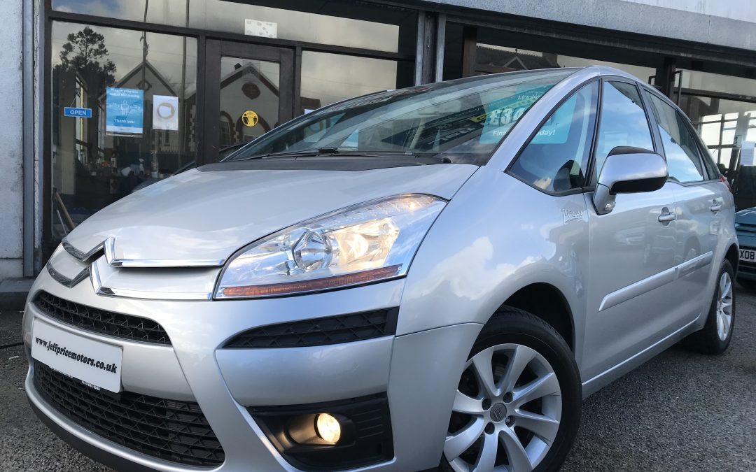 2010 (10) Citroen C4 Picasso VTR Plus *2 Keys, new timing belt + Waterpump on purchase* – £3,495 Or finance from just £98.17 a month